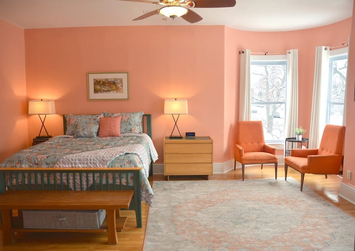 Orange Room - Stunning Renovated Historic Home