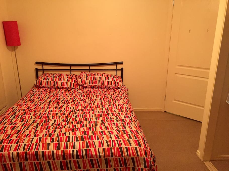 Room with a double bed