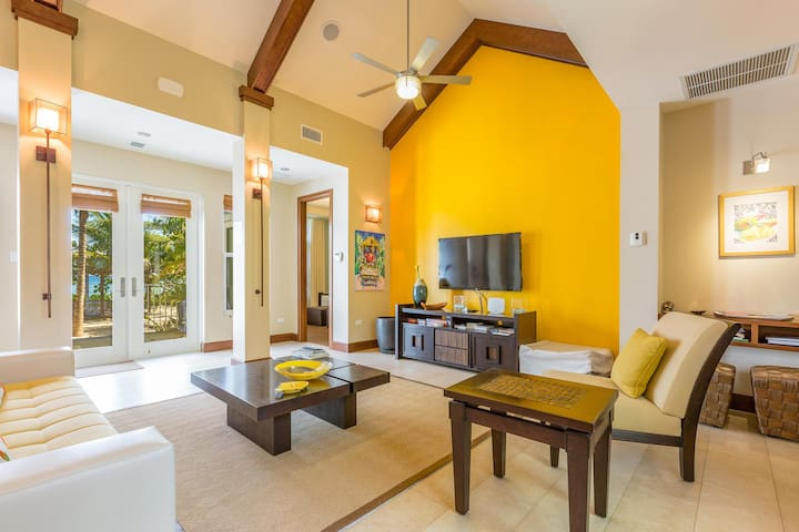 Mango Cottage: 2-Bedroom Cottage on Oceanfront Micro-Resort 10 mins from Seven Mile Beach