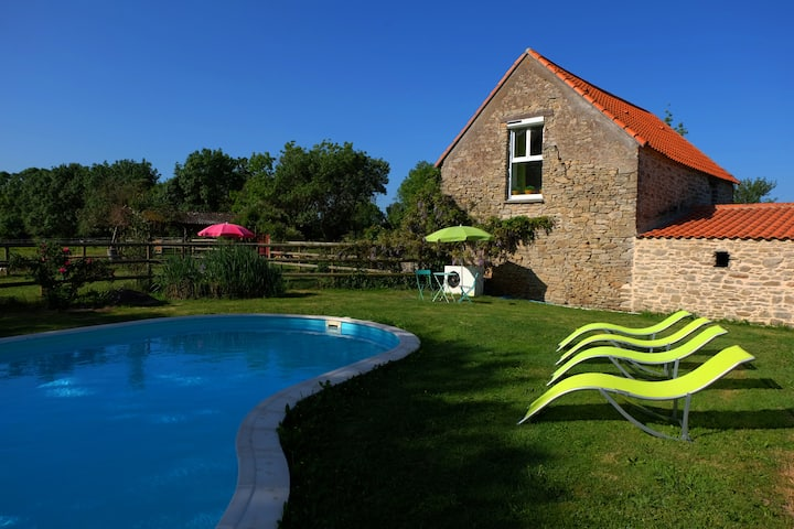 Lovely holiday cottage only 2 miles from Nantes