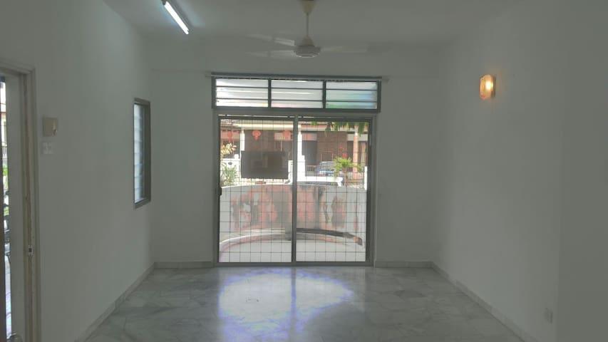 Mutiara Court ground floor apartment for rent. - George Town - Apartment