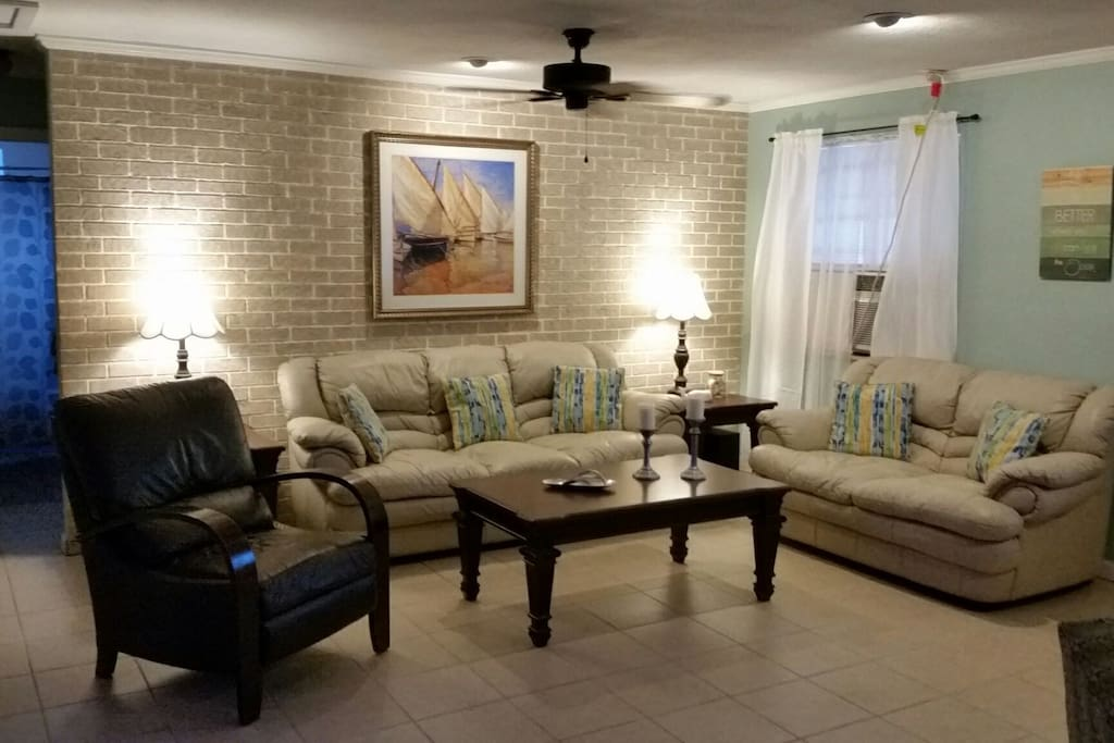Adorable spacious 2 bedroom house max 5 people for Housse storio max 5