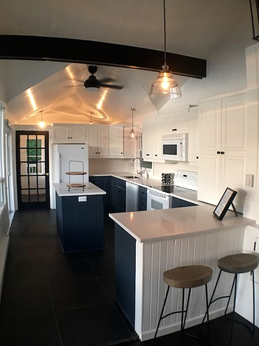 fully equipped kitchen newly renovated May 2016