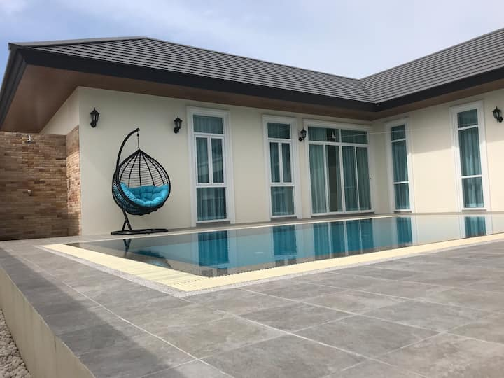 Villa Pajanina: Luxury Pool Villa in Hua Hin
