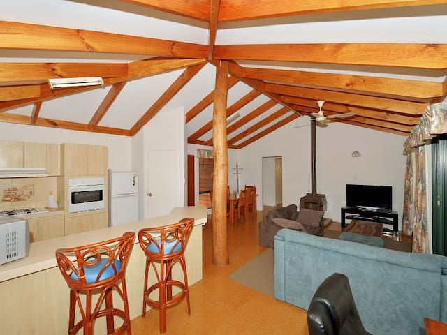 Cosy, quiet cottage south of Mandurah - Falcon - Huis