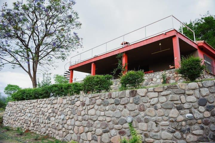 Casa con vista al dique cabra corral