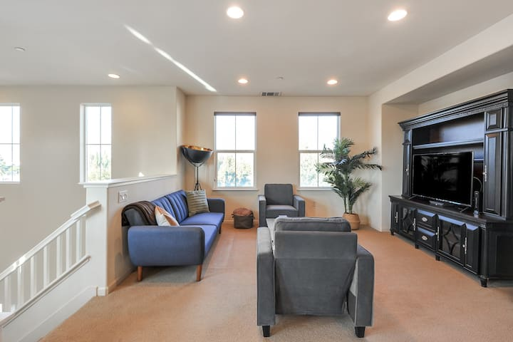 2BR Condo in Milpitas with Pool