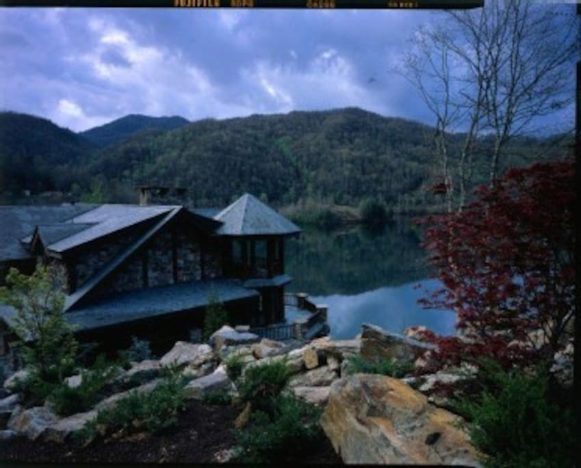 Rustic get away in the Smokey Mountains!