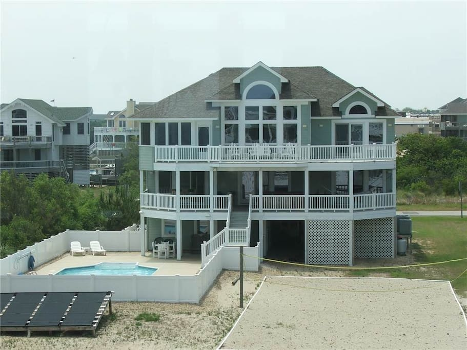 Building,Villa,Deck,Porch,Pool