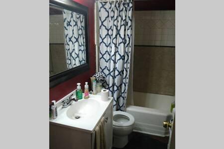 Cozy bedroom in the heart of Denton - Denton - Haus