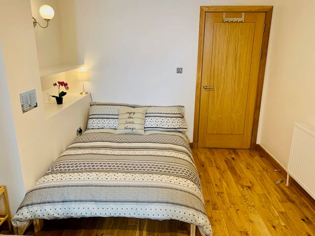 C4. Stunning Room with Kitchen near to Kings Cross