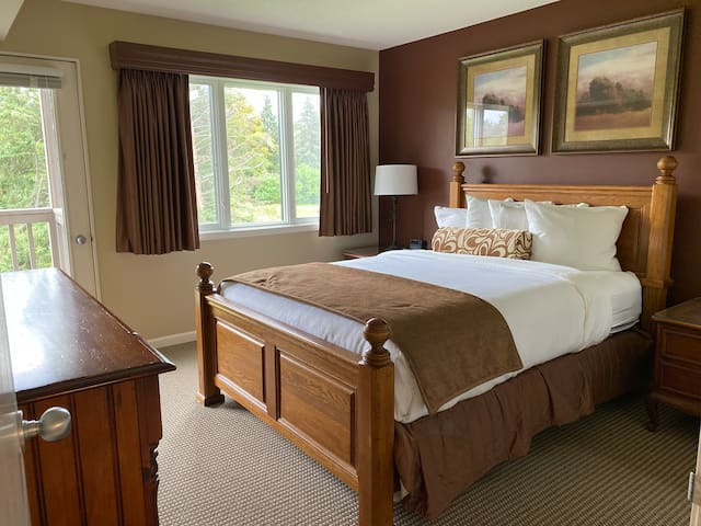 Grand Traverse Resort Area Condo - Cozy Fireplace