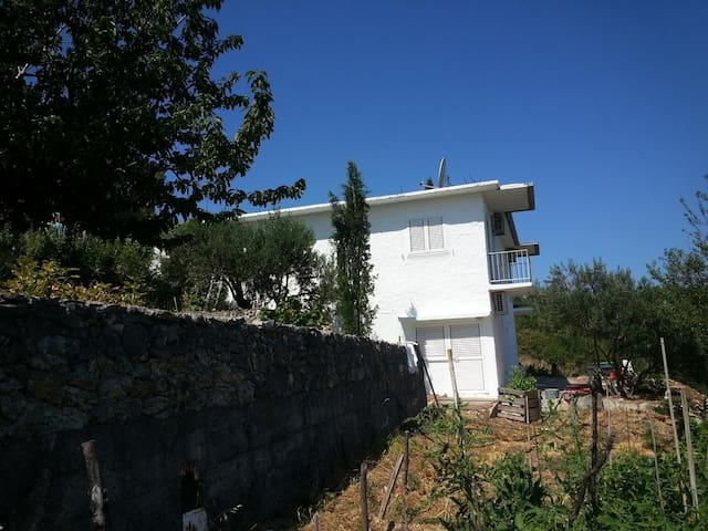 One bedroom apartment with terrace Slime (Omiš) (A-17905-a)