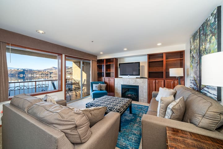 Grandview Lake View 302! Luxury 2 Bedroom Waterfront condo, sleeps up to 6!