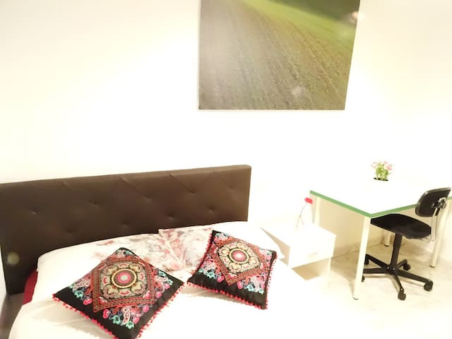 Intimate interior double in Sol - Madrid - Wohnung
