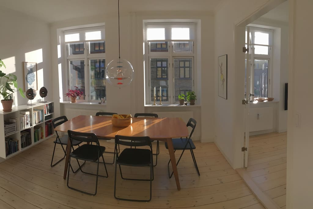 Dining area in the centre of the apartment.