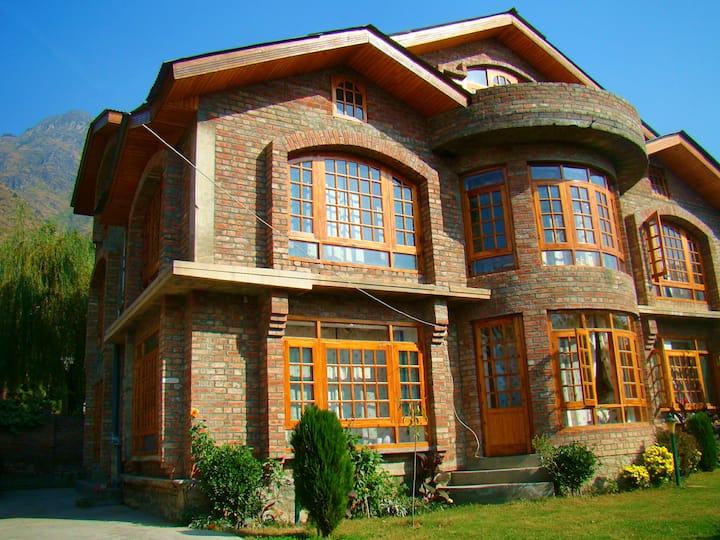 Villa near Dal Lake, Hillscape Inn