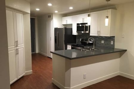 Spacious & Comfortable Private Bed and Bath - Pleasanton