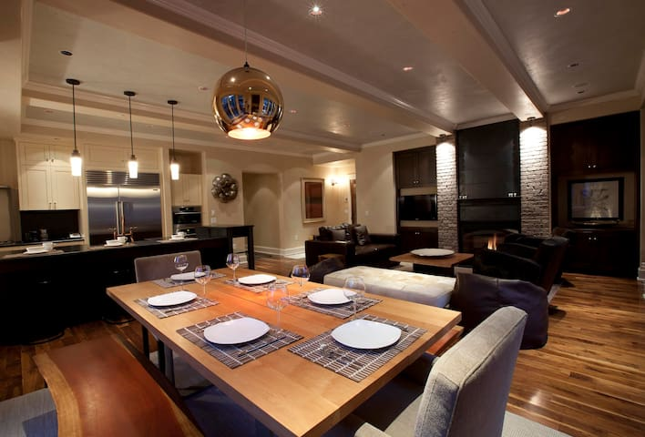 Entertain & Relax in Stylish Contemporary Luxury @ Auberge Element 52 (W202)