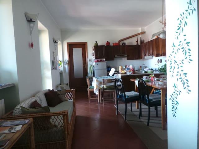 Spazioso appartamento sito 2°piano - Borgofranco d'Ivrea - Apartamento