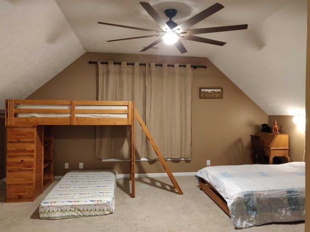 Private bonus room - family friendly