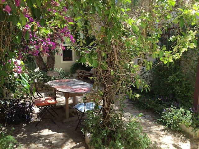 Jasmin cottage in our enchanted garden, Olhao area - Quelfes - Domek parterowy