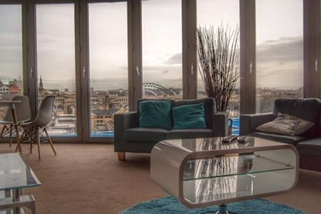 Luxury Quayside Apartment with Gated Carpark Space - Newcastle upon Tyne - Lakás