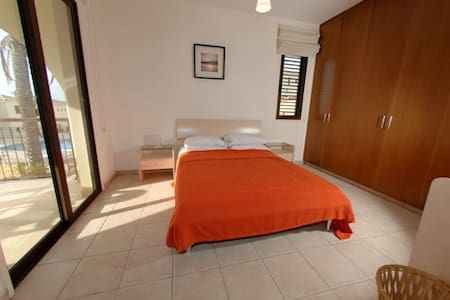1 bed modern apartment in rural area near to sea - Mazotos - Apartmen