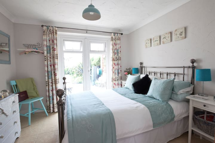 Beautiful double room with private patio - Norfolk