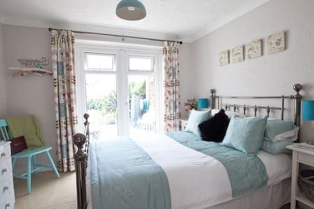 Beautiful double room with private patio - Norfolk - Bungalov