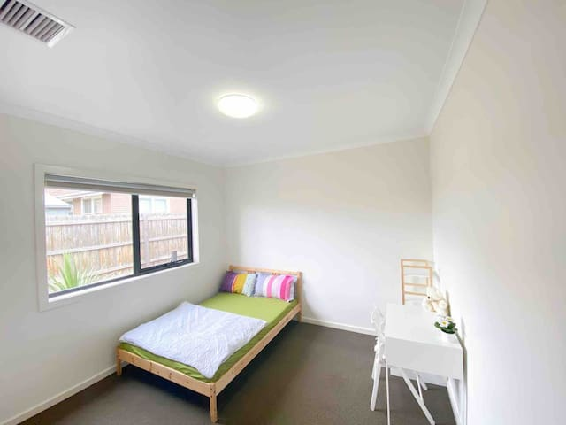Comfortable Private room in Glenroy House