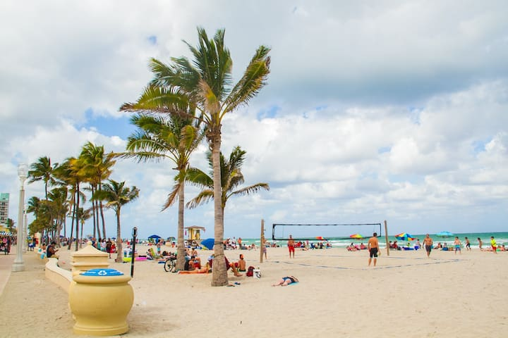 Private house by the beach! - Hallandale Beach - House