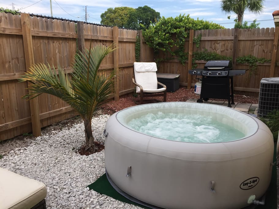 Hot-tube / Jacuzzi, water is at 100F