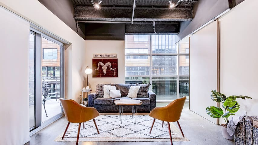 Southern Comfort, a Modern 6th Street Condo