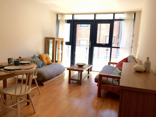 Beautiful 2 bed city centre apartment with balcony
