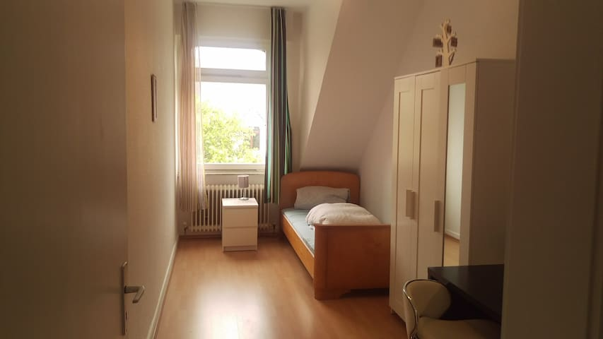 NICE ROOM NEAR HOCHSCHULE, INCL. COFFEE/TEA/FRUITS
