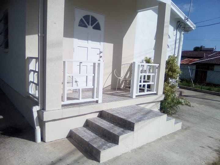 Barbados-Cosy holiday home near by the beach