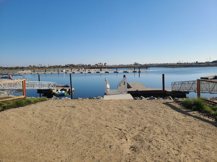 Serene Waterfront Oasis w dock close to fast water