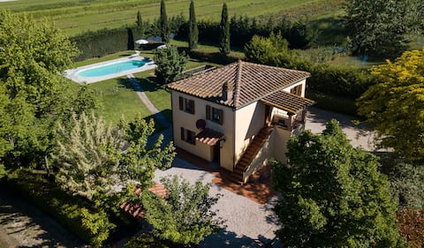 Private Villa with private pool, WIFI, A/C, patio, panoramic view, parking, close to Montepulciano