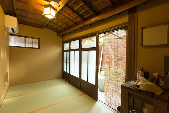 【Guest House hachi】Double Room with Garden View