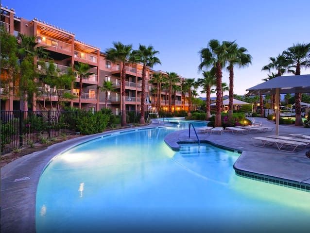 Vacation Oasis! Lazy River, Pool Hot-Tub Suite