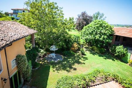 Casa a corte con giardino stanza doppia