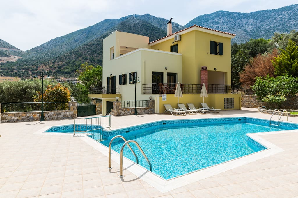 Villa Argyro features a 65m2 private pool with a children's compartment.