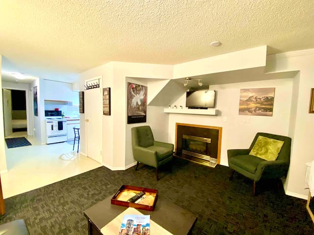 Cozy Suite in the heart of Calgary