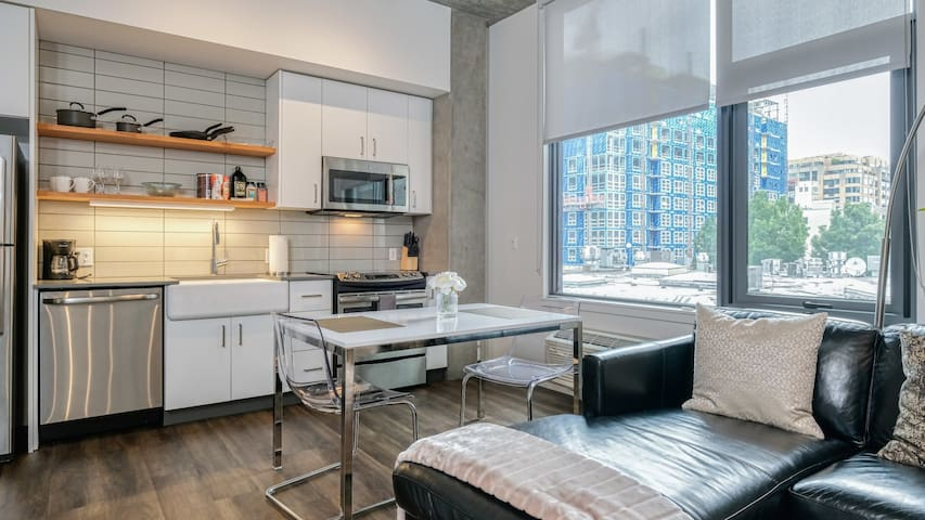 Spacious condo good for longer stays, close to downtown