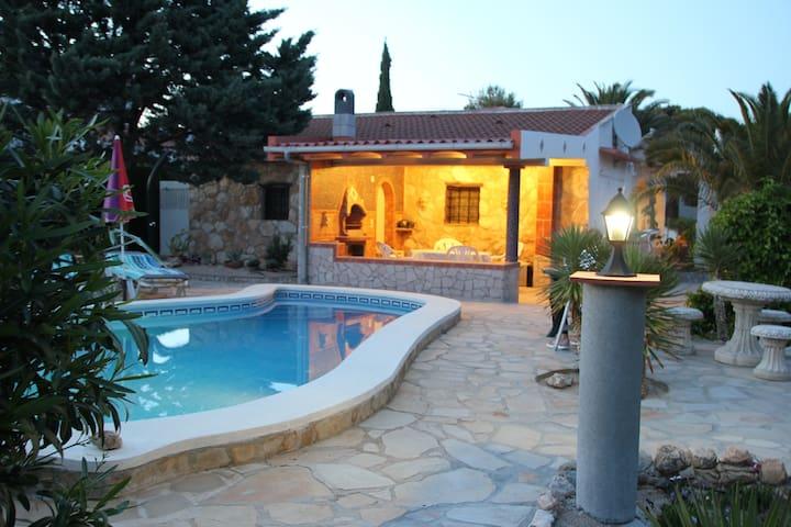 Ferienhaus, Pool, schöner exotischer Garten, WiFi
