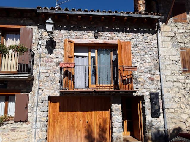 Casa acollidora a Santa María de Talló.