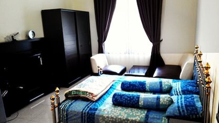 Homestay/ Guesthouse /Kost harian ONLY SEVEN