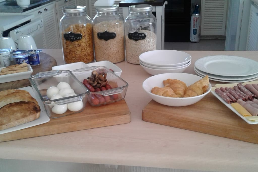 Continental breakfast is served every morning from 08h00 - 09h30