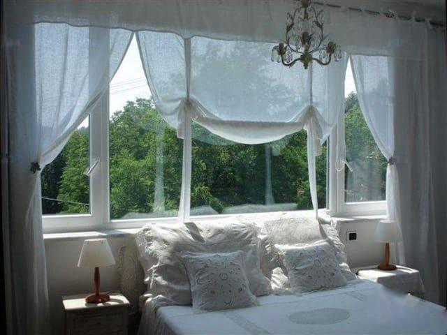 camera da letto matrimoniale n 2    primo piano.